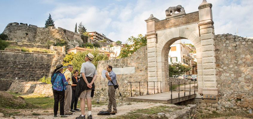 City-walking-tour-of-Nafplio-1-in-Peloponnese-of-Greece