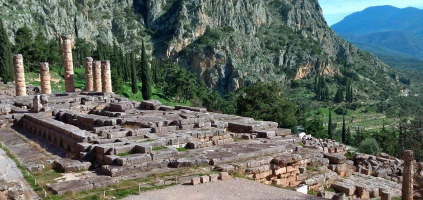 greece_delphi_apollo_temple_-Day-tour-1
